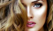 mujer pelo teñido