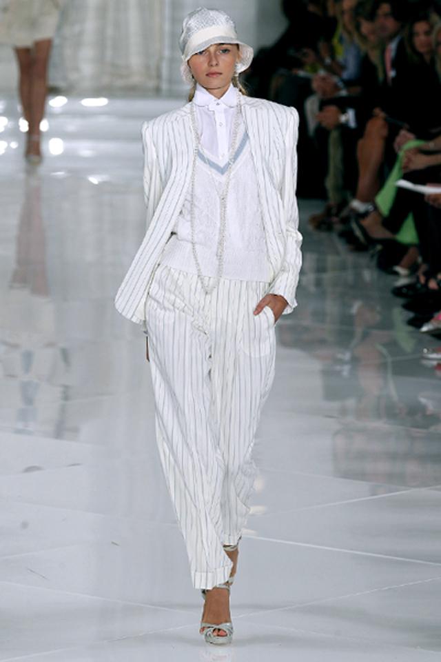 vuelve el traje sastre renovado y femenino efe blog