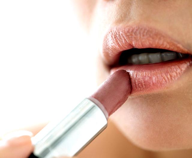 Consejos para una correcta aplicación de la barra de labios